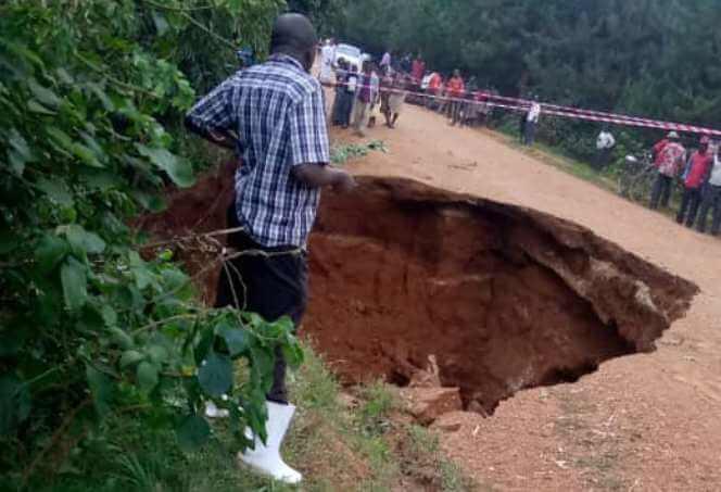 UNRA closes Bwindi Road following Culvert breakage along Kanyantorogo - Butogota Road
